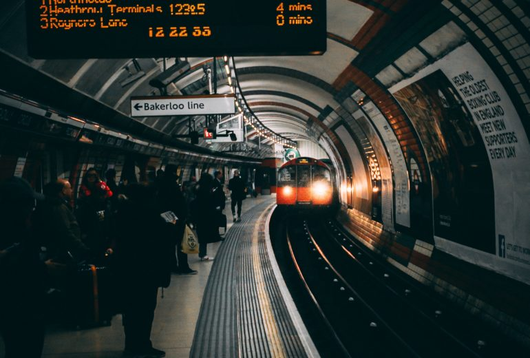 london-platform-public-transportation-979715